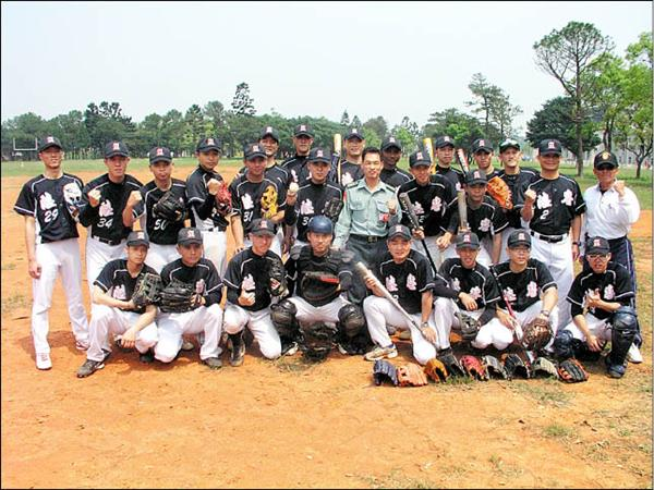 陸軍專科學校棒球隊成軍才3年,卻已連續2年奪下大專棒球聯賽總冠軍,實力堅強。(記者羅正明攝)