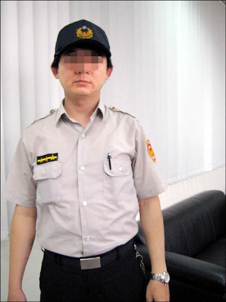 三重市公所駐衛警制服與警察相同。(記者黃其豪攝)