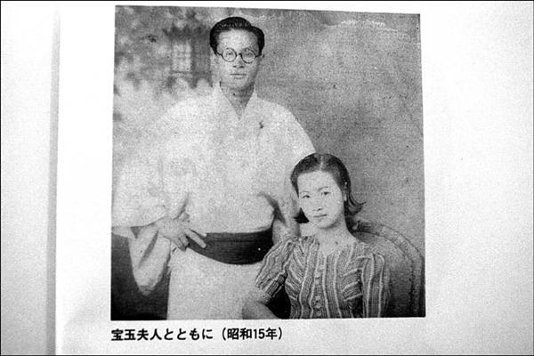 周金波與周李寶玉的婚姻,可說是門當戶對、郎才女貌。(記者翁聿煌翻攝)