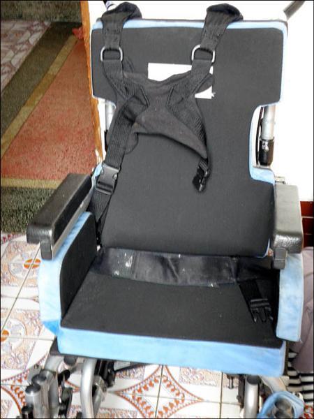 嘉縣多重障礙幼童「小傑」,意外死亡,警方懷疑死因與男童遭特製輪椅的胸帶勒頸有關。<br>(記者楊國棠攝)
