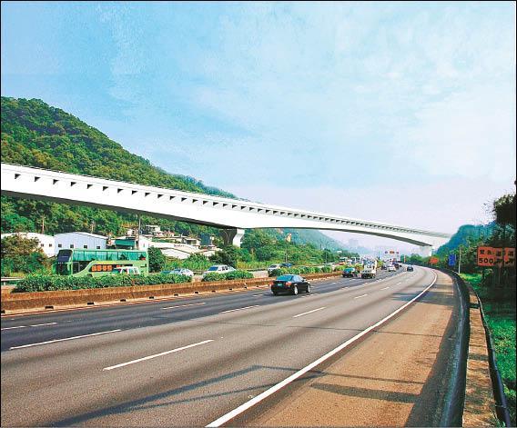 中山高五股、楊梅高架段完工示意圖。(國工局提供)