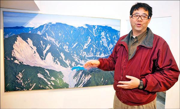 空中攝影師齊柏林看到88水災後殘破的台灣,決定籌資拍電影,喚起國人的關注。(記者劉信德攝)