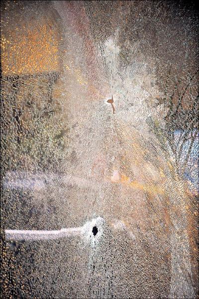 台中市西區大墩十街一生物科技公司,前天下午發生疑似黑道仇殺,造成翁姓及賴姓男子死亡,現場玻璃門窗佈滿彈孔,令人怵目驚心。(資料照,記者廖耀東攝)