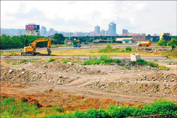 台中市如火如荼進行自辦市地重劃,雖可帶動繁榮,但民眾也擔心土地掌握財團手中,將造成貧富差距越來越大問題。(記者張協昇攝)
