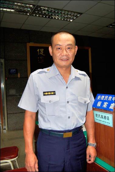 台北市警中正一分局警員高樹文有「逃逸外勞終結者」之稱。(記者吳岳修攝)