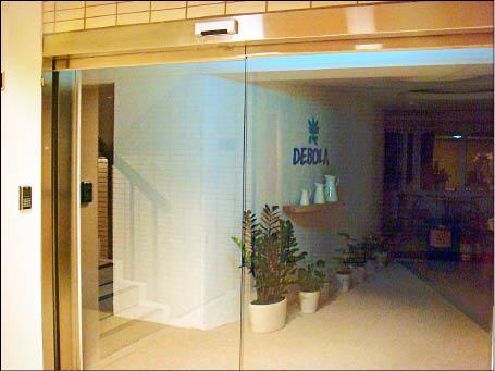 位於北市敦化北路的典容國際有限公司與旗下27家美容工作室終止合作關係後,即驚爆財務糾紛。(記者邱俊福攝)