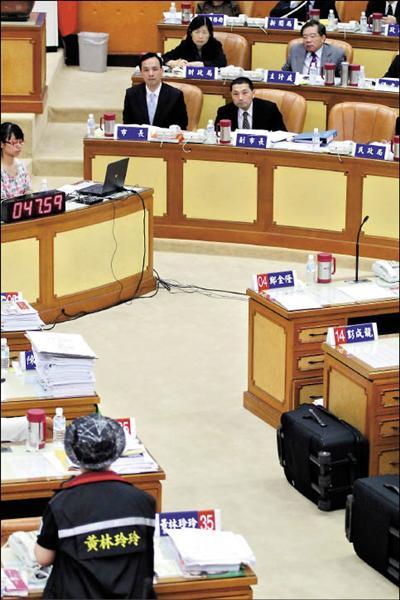 議員黃林玲玲昨天質疑侯友宜把公務員當警察管理,引發基層反彈。(記者翁聿煌攝)