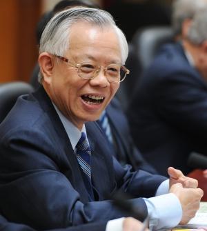 中央銀行總裁彭淮南傳出夜訪蔡英文,讓「蔡彭配」成新焦點。(本報資料照,記者廖振輝攝)