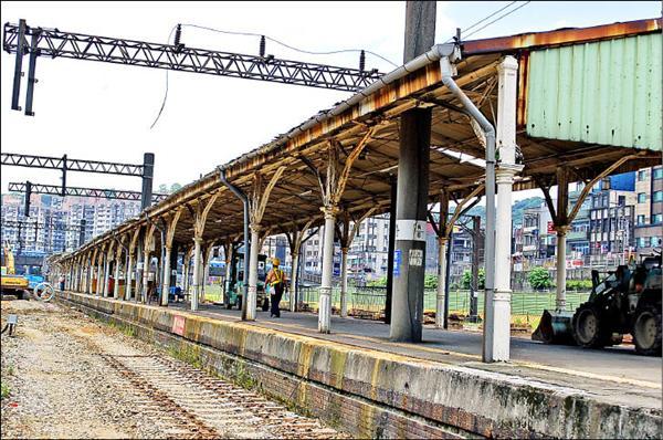 基隆火車站第二月台歷史悠久。(記者盧賢秀攝)
