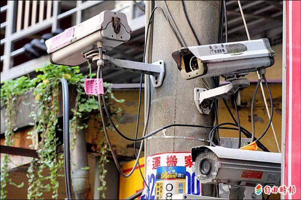 監視器的設置位置與影音資料取得,都需要有明確規範,以免侵害民眾隱私。(記者翁聿煌攝)