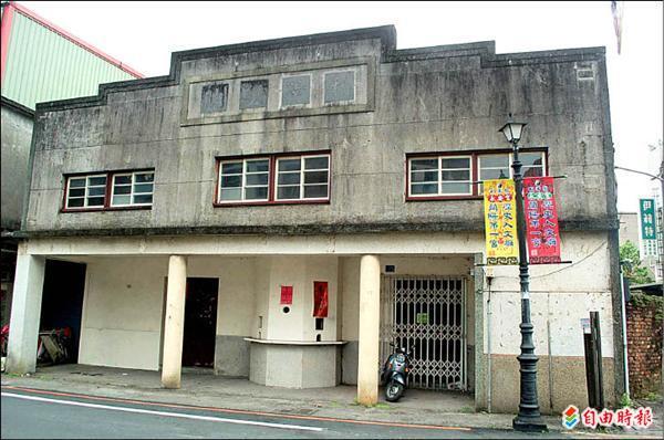 五結鄉利澤戲院的造型設計頗有特色,地方人士發起搶救行動,希望加以保留再利用。(記者江志雄攝)