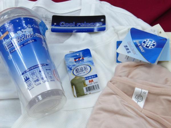 消基會調查發現,市售標榜降溫或涼感、冰涼的衣物,包括知名品牌lativ、統一超商零著感等5成涼感衣連「瞬間涼感」標準都未達到。(記者楊久瑩攝)