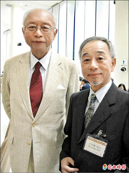 新科院士石守謙(右)與老師方聞(左),是中研院唯二的「藝術史」領域的院士,兩人當選屆數差十屆、間隔二十年。(記者謝文華攝)