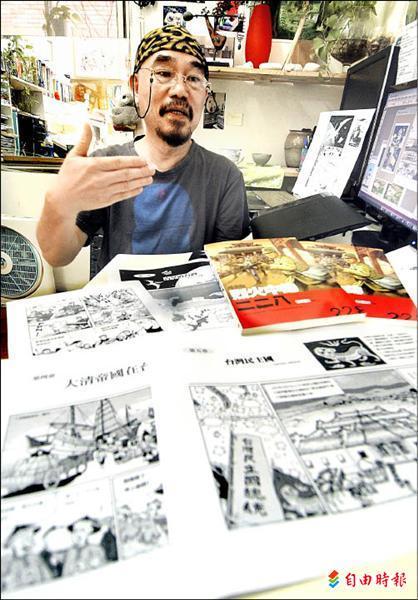 杜福安目前正在創作完整版的《漫畫台灣歷史》,最快十一月出版,景色全都經過考證,連台灣民主國成立當天下著細雨,也呈現在漫畫中。(記者廖振輝攝)