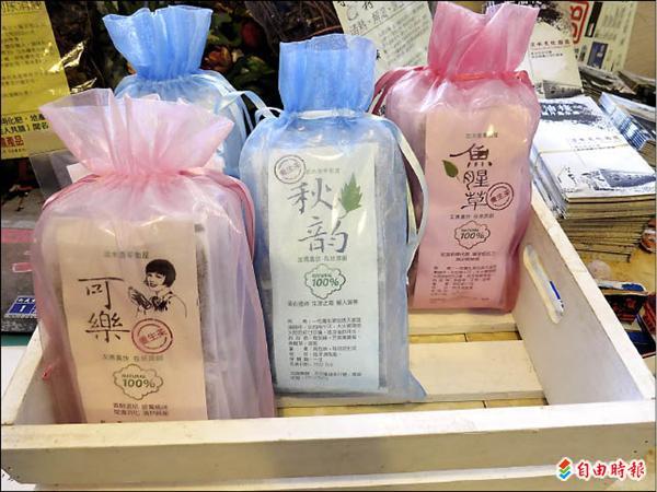 蔡以倫自己製作的香草茶包。(記者鍾麗華攝)