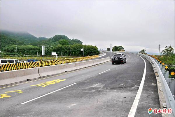 「苗栗南橫公路」卓蘭通往三義矮山路段昨天完工通車,將帶給民眾便捷的交通網絡。(記者張勳騰攝)