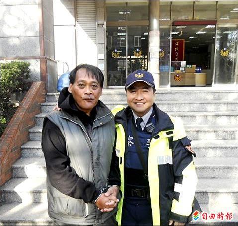 林宗德(左)酒駕被捕,巧遇特戰教官吾慶臨(右)。(記者邱奕統攝)