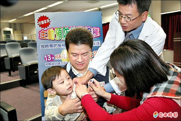 2至5歲幼童肺炎鏈球菌疫苗3月1日開打,衛生局呼籲家長儘速帶孩子到衛生所及合約醫療院所接種。(記者蔡淑媛攝)