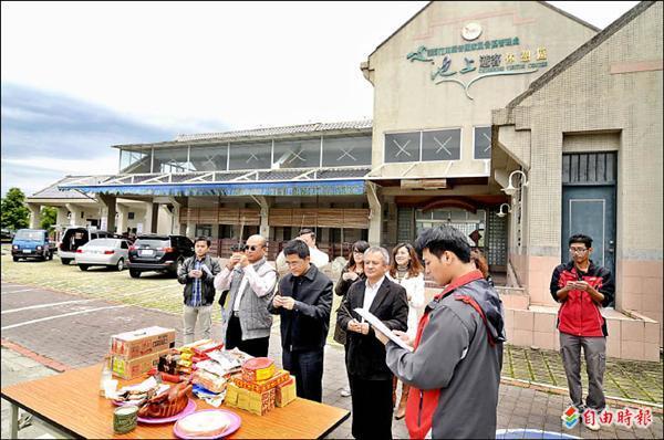 縱管處池上旅客服務中心明年初將成為地牛故事館,昨天上午舉行動土典禮。(記者王秀亭攝)