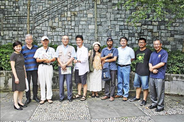 淡江大學整合各系所專長,去年推行「文創大淡水地區全紀錄」計畫,針對十位淡水精英份子拍攝影像及文字採訪。(淡大提供)