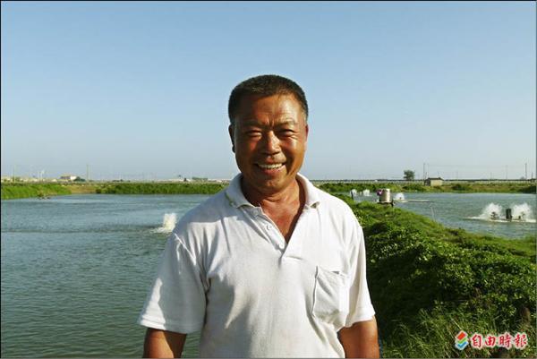 柯德義堅持走產銷履歷這條艱辛路,在養殖魚價暴跌的當下,他的魚貨依舊看俏。(記者蔡宗勳攝)