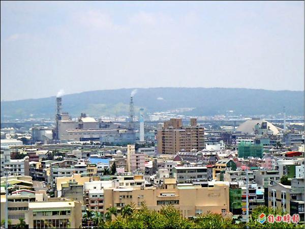彰化市東區擴大都市計畫案一期將以台化廠區以東進行市地重劃開發。(記者張聰秋攝)