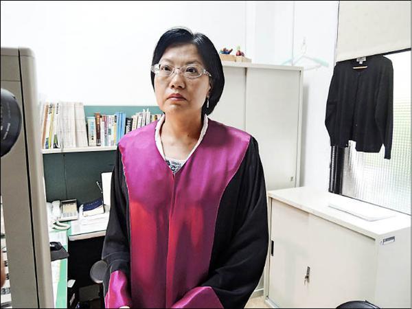 高檢署檢察官林秀濤昨天強調,柯建銘案她公事公辦,沒有違法、違紀,「特偵組不要拿我開刀,犧牲基層檢察官!」(記者張文川攝)