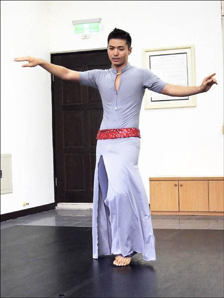 邵震宇是國內第一位贏得台灣肚皮舞冠軍的男舞者。(記者孟慶慈攝)