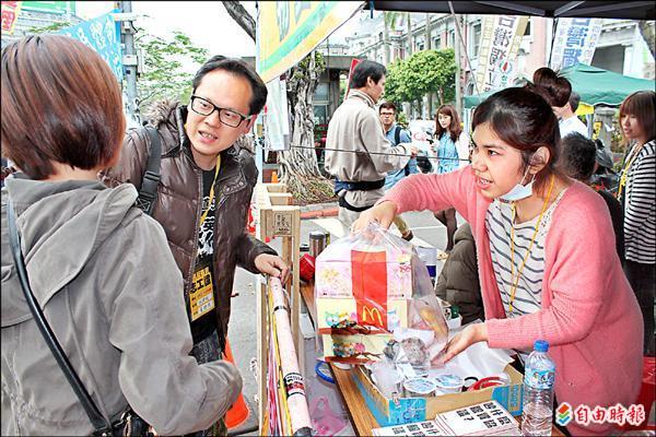 青島中山物資站是318學運中唯一非學生團體組成的物資站。(記者陳慰慈攝)