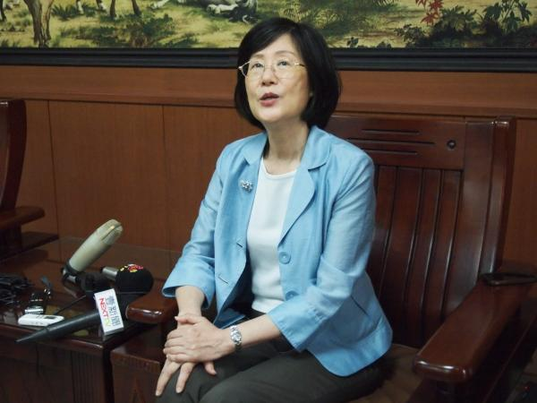法務部長羅瑩雪對「公民不服從」的見解獨到,網友群起諷刺。(記者陳賢義攝)