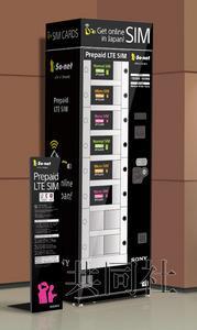 日本關西國際機場宣布,本月22日起機場國際入境大廳將出現「國內通訊預付式SIM卡自動販賣機」,提供遊客更方便的服務。(圖取自共同社)