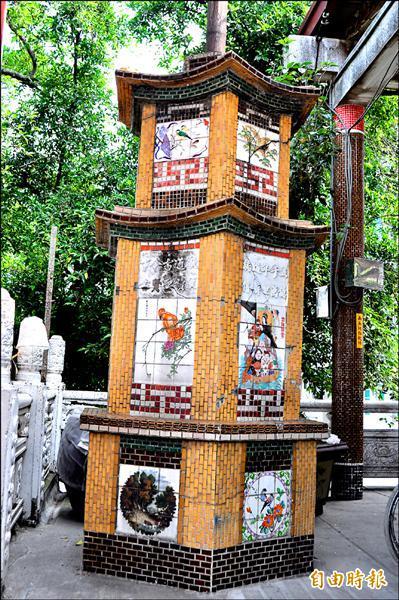 超峰寺惜字亭毀損嚴重,客委會和廟方將聯手搶救修復。(記者蘇福男攝)
