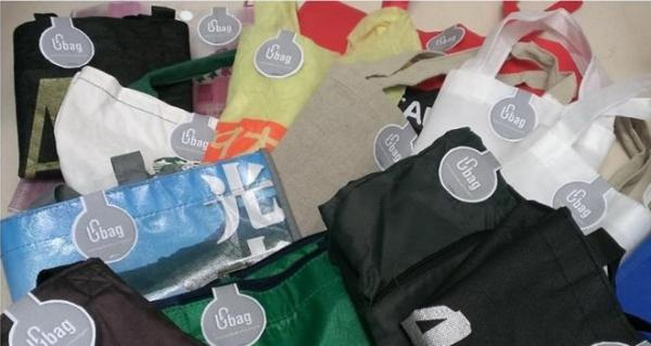 Ubag團隊募集而來的二手環保袋,將提供大眾租借使用。(照片取自Ubag粉絲頁)