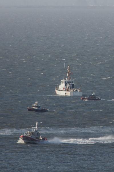 美國海岸防衛隊發言人史都華(Loumania Stewart)表示,已在海中發現飛機殘骸,但尚未找到失蹤的機師,目前出動4艘船隻與1架直升機搜救。(歐新社)