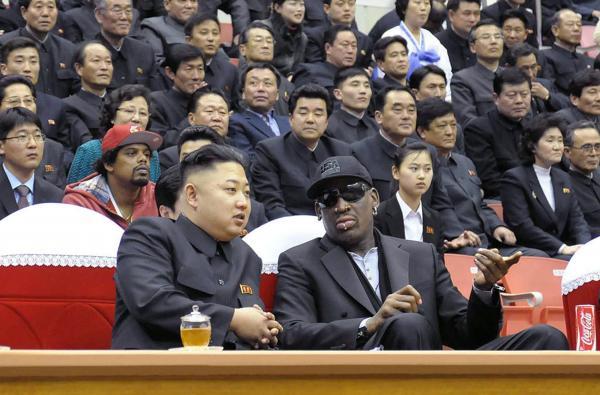 羅德曼(Dennis Rodman)稱自己與金正恩是非常好的朋友,還說已遭處決的張成澤及玄松月「都站在我後面」。(法新社)