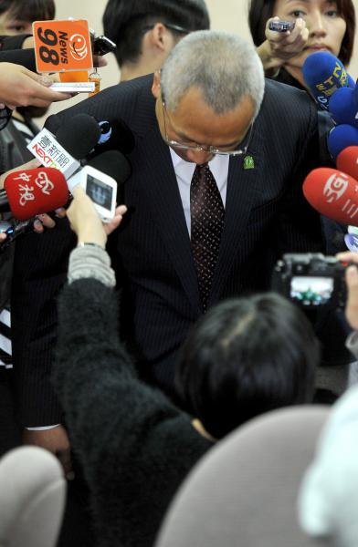 民進黨立委陳歐珀在總統馬英九母親秦厚修喪禮會場遭指鬧場引發爭議,7日在立法院鞠躬表示歉意,但澄清沒有不敬。(資料照,記者劉信德攝)