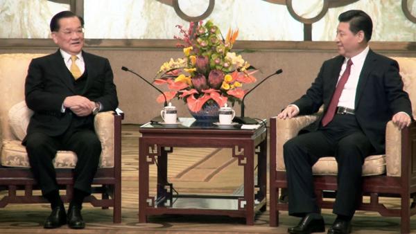 中國國民黨榮譽主席連戰(左)與中共總書記習近平(右)。(中央社)