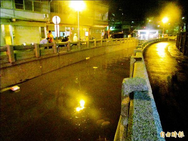 台中市大甲區民生路地下道日前因豪雨積水,女會計陳瑞琴受困車內溺斃。(資料照,記者張軒哲攝)