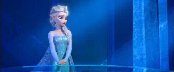 冰雪奇緣主角的姐姐艾莎,在建造冰宮過程所唱的Let it go被網友大量改編,成為經典場景。但是最近,也可能讓一名人妻Let it go。(圖擷取自都市報)