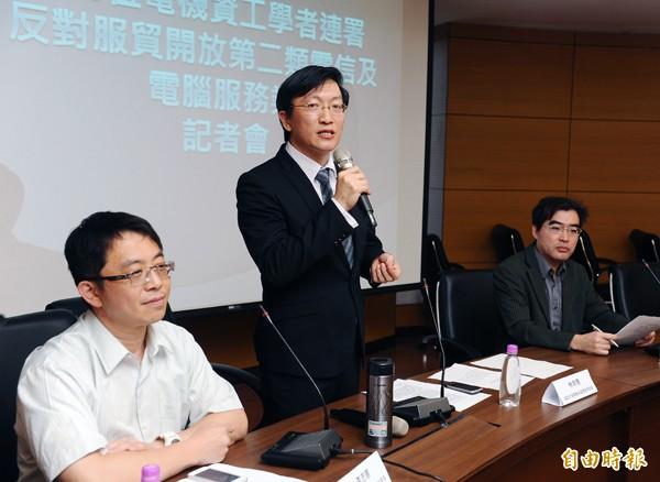 成大電通所教授李忠憲(左起)、台大電信所教授林宗男、交大工系特聘教授林盈達。(資料照,記者張嘉明攝)