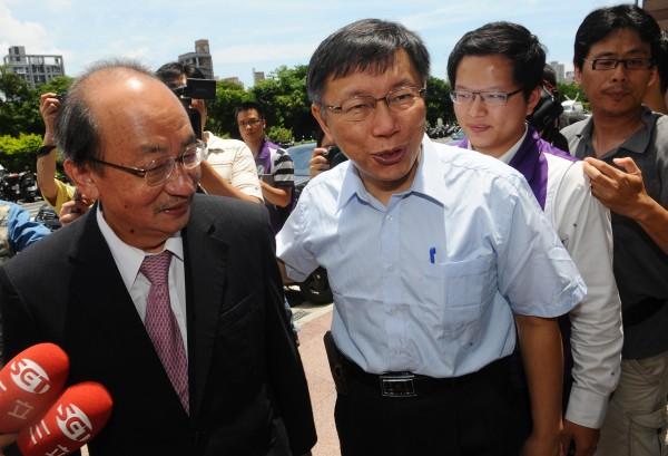 台大醫師柯文哲今天拜會民進黨中央黨部,就台北市長候選人整合交換意見。(記者張嘉明攝)