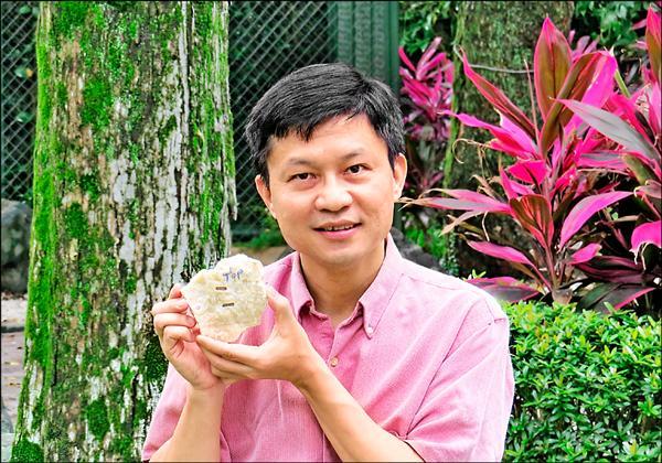 台大教授沈川洲以精準的放射性定年技術,測得西班牙胡瑟裂谷的尼安德塔人頭顱所顯示生存年代最遠可到80、90萬年前。(沈川洲提供)