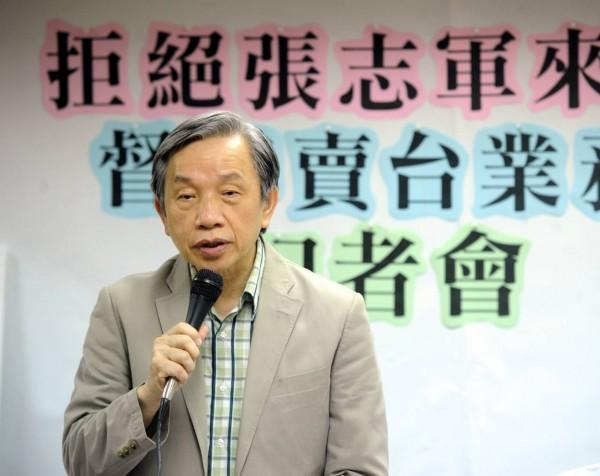 台灣社社長張炎憲表示,台灣人民應表達立場,拒絕中國官方插手台灣內政;他強調,這不是「逢中必反」,而是當中國欺壓、意圖消滅台灣主權時,台灣人一定要起身反抗。(記者王敏為攝)
