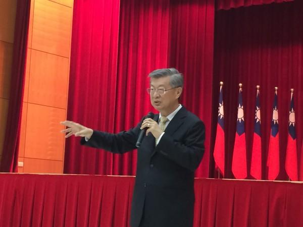總統府資政陳冲今天表示,總統或院長有必要主動休假作為表率。(記者甘芝萁攝)