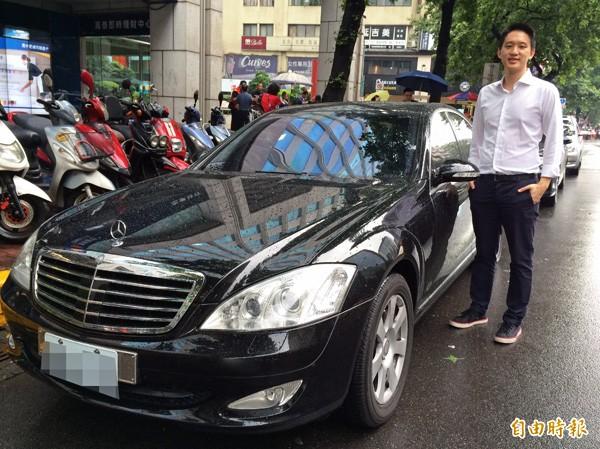 Uber提供頂級車款的載客服務。(記者甘芝萁攝)