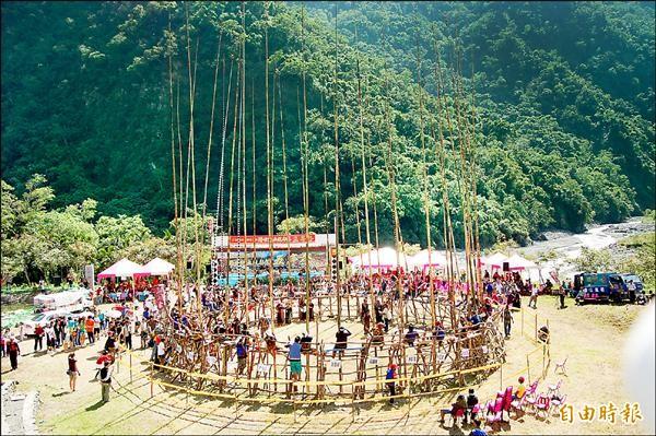 延續「Maljeveq(五年祭)」的優美文化,達仁鄉土坂部落尋外援出版有聲書。(記者陳賢義攝)