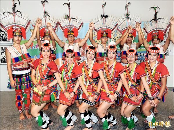 由花蓮縣政府主辦的原住民豐年節將於十八日至二十日登場,昨天縣府率團至新北市政府宣傳。(記者賴筱桐攝)