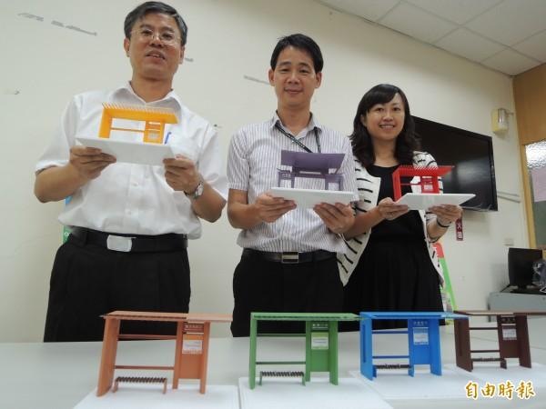 大台南公車候車亭以7種顏色區分。(記者劉婉君攝)