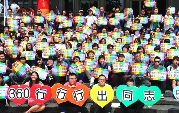 媒體報導,同性戀議題在基督教會中仍是禁忌。圖為台灣數個同志運動社團5月17日響應「國際反恐同日」,共同發起「出櫃反恐同」行動。(資料照,記者簡榮豐攝)