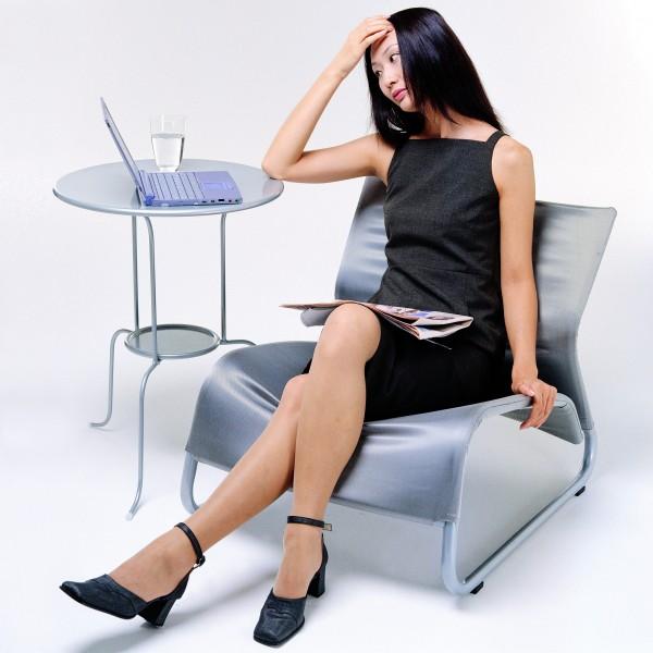 女性感到壓力時,通常會以吃東西來減壓,但有最新研究指出,女性在備感壓力,神經緊蹦時會減緩體內的新陳代謝,而此時若暴飲暴食,可能會造成體重的增加。(資料照)